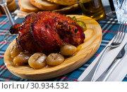 Купить «Roast pork knuckle with vegetables», фото № 30934532, снято 22 июля 2019 г. (c) Яков Филимонов / Фотобанк Лори