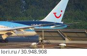 Купить «Airplane taxiing after landing», видеоролик № 30948908, снято 1 декабря 2018 г. (c) Игорь Жоров / Фотобанк Лори