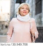 Cheerful adult woman in scarf. Стоковое фото, фотограф Яков Филимонов / Фотобанк Лори