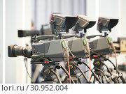 cameraman work. digital Cameras ready to filming. Стоковое фото, фотограф Дмитрий Калиновский / Фотобанк Лори