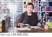 Купить «Positive woman assistant waiting for clients», фото № 30968952, снято 10 мая 2017 г. (c) Яков Филимонов / Фотобанк Лори
