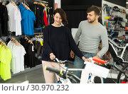couple looking sport bicycle. Стоковое фото, фотограф Яков Филимонов / Фотобанк Лори
