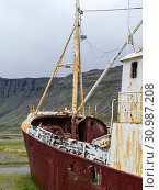 Wreck of the Gardar, the first steel ship of Iceland. The remote Westfjords (Vestfirdir) in north west Iceland. Europe, Scandinavia, Iceland. Стоковое фото, фотограф Martin Zwick / age Fotostock / Фотобанк Лори