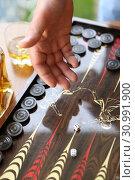 Купить «Мужская рука бросающая кубики. Нарды», фото № 30991900, снято 16 июня 2019 г. (c) Марина Володько / Фотобанк Лори
