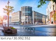 Купить «Здание Центрального телеграфа. Москва», фото № 30992552, снято 12 мая 2019 г. (c) Baturina Yuliya / Фотобанк Лори