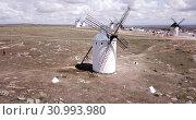 Купить «Picturesque view of windmills in Campo de Criptana municipality, Spain», видеоролик № 30993980, снято 23 апреля 2019 г. (c) Яков Филимонов / Фотобанк Лори