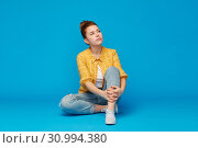 Купить «red haired teenage girl in shirt and torn jeans», фото № 30994380, снято 28 февраля 2019 г. (c) Syda Productions / Фотобанк Лори