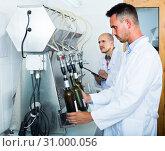 Купить «worker with bottling machinery», фото № 31000056, снято 15 сентября 2019 г. (c) Яков Филимонов / Фотобанк Лори