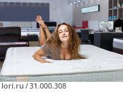 Купить «Woman choosing mattress in furnishings store», фото № 31000308, снято 22 октября 2018 г. (c) Яков Филимонов / Фотобанк Лори