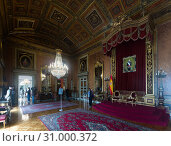 Visitors in rich halls of Palace of Capitania General (2017 год). Редакционное фото, фотограф Яков Филимонов / Фотобанк Лори