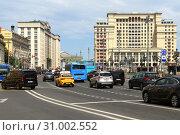 Купить «Okhotny Ryad Street. Москва», фото № 31002552, снято 23 июня 2019 г. (c) Валерия Попова / Фотобанк Лори