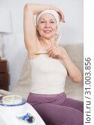 Купить «Woman doing body hair removal», фото № 31003856, снято 21 марта 2017 г. (c) Яков Филимонов / Фотобанк Лори