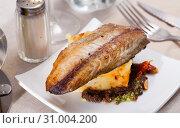Купить «Baked mackerel fillet with potatoes», фото № 31004200, снято 19 июля 2019 г. (c) Яков Филимонов / Фотобанк Лори