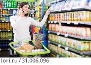 Купить «Customer telephoning to consult», фото № 31006096, снято 23 ноября 2016 г. (c) Яков Филимонов / Фотобанк Лори