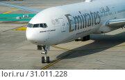 Купить «Boeing 777 taxiing at Phuket airport», видеоролик № 31011228, снято 22 ноября 2018 г. (c) Игорь Жоров / Фотобанк Лори