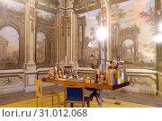 Desk of Pierluigi Ghianda, Master craftsman of wood, Palazzo Arese Borromeo historic noble palace, 17th century, Cesano Maderno, Lombardy, Italy. Стоковое фото, фотограф Paolo Reda / age Fotostock / Фотобанк Лори
