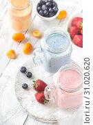 Купить «Berry smoothies on the wooden board», фото № 31020620, снято 17 июня 2018 г. (c) easy Fotostock / Фотобанк Лори
