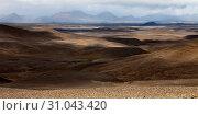 Купить «Wuestenhafte, bergige Landschaft mit Licht und Schatten, Moedrudalsfjallgardur, Hochland, Island, Europa», фото № 31043420, снято 21 января 2020 г. (c) age Fotostock / Фотобанк Лори