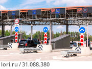 Купить «Moscow, Russia - July 16, 2017: Cars passing through the automatic point of payment on a toll road. Russian highway number M11», фото № 31088380, снято 16 июля 2017 г. (c) age Fotostock / Фотобанк Лори