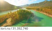 Купить «Low altitude flight over fresh fast mountain river with rocks at sunny summer morning.», видеоролик № 31392740, снято 31 марта 2019 г. (c) Александр Маркин / Фотобанк Лори
