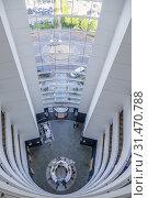 Купить «Foyer of Hotel Voco St. David's Cardiff, Cardiff, Wales.», фото № 31470788, снято 28 января 2020 г. (c) age Fotostock / Фотобанк Лори