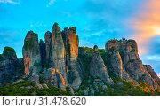 Купить «Beautiful picturesque view of rocks and St. Stephen monastery on the top at sunrise, Meteora, Greece», фото № 31478620, снято 4 апреля 2020 г. (c) easy Fotostock / Фотобанк Лори