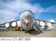 Тяжелый военно-транспортный самолет Ил-76МД-90А крупным планом. Фрагмент эспозиции авиасалона МАКС-2017. Редакционное фото, фотограф Виктор Карасев / Фотобанк Лори