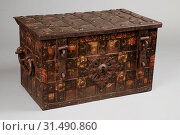 Купить «Painted wrought iron Nuremberg coffin, archive case coffin cabinet furniture furniture interior decoration iron paint, approx. 71 kg Iron box with outside...», фото № 31490860, снято 4 ноября 2018 г. (c) age Fotostock / Фотобанк Лори