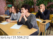 Взрослые люди в школьном классе (2019 год). Редакционное фото, фотограф Вячеслав Палес / Фотобанк Лори