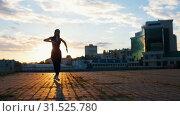 Купить «Young attractive woman in pointe perfectly performs ballet dances on the square», видеоролик № 31525780, снято 27 мая 2020 г. (c) Константин Шишкин / Фотобанк Лори