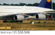 Купить «Towing Lufthansa Airbus 380», видеоролик № 31530508, снято 18 июля 2017 г. (c) Игорь Жоров / Фотобанк Лори