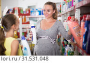 Купить «Smiling family choosing goods in chemistry rows», фото № 31531048, снято 5 июня 2017 г. (c) Яков Филимонов / Фотобанк Лори