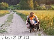 Купить «teenager girl with cat on rural road», фото № 31531832, снято 6 июня 2019 г. (c) Майя Крученкова / Фотобанк Лори