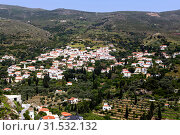 View of the mountains and the village from the cliff (Andros Island, Greece, Cyclades) (2019 год). Стоковое фото, фотограф Татьяна Ляпи / Фотобанк Лори