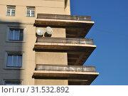 Купить «Восьмиэтажный пятиподъездный кирпичный жилой дом. Построен в 1938 году. Кожевническая улица, 5. Район Замоскворечье. Город Москва», эксклюзивное фото № 31532892, снято 19 ноября 2014 г. (c) lana1501 / Фотобанк Лори
