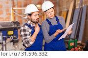 Купить «Disgruntled foreman discussing drawing with worker», фото № 31596332, снято 6 марта 2019 г. (c) Яков Филимонов / Фотобанк Лори