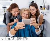 Купить «Hairdressers wit senior woman client making selfie», фото № 31596476, снято 26 июня 2018 г. (c) Яков Филимонов / Фотобанк Лори