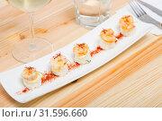 Купить «Grilled shrimps on rice balls», фото № 31596660, снято 20 июля 2019 г. (c) Яков Филимонов / Фотобанк Лори