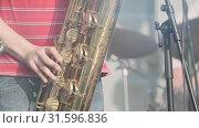 Musician playing saxophone at live concert. Стоковое видео, видеограф Антон Гвоздиков / Фотобанк Лори