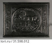 Купить «Fireback horse above town with towers, text justitia premo majorum, fire place cast iron, cast Rectangular in the middle an oval frame with jumping horse...», фото № 31598012, снято 4 ноября 2018 г. (c) age Fotostock / Фотобанк Лори