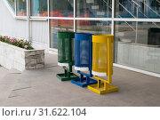 Купить «Контейнеры для раздельного сбора мусора в городе Ногинске Московской области», эксклюзивное фото № 31622104, снято 24 июня 2019 г. (c) Кузин Алексей / Фотобанк Лори