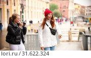 Купить «Two young women walking on the streets of Venice. On of them told to other how to stand for take photo», видеоролик № 31622324, снято 18 февраля 2020 г. (c) Константин Шишкин / Фотобанк Лори
