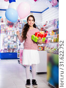Купить «Smiling small girl receives boxes with gifts in the toys shop», фото № 31622752, снято 22 января 2018 г. (c) Яков Филимонов / Фотобанк Лори