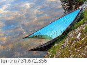 Купить «Old boat in water at sunset in Finnish Lapland», фото № 31672356, снято 3 июля 2019 г. (c) Валерия Попова / Фотобанк Лори