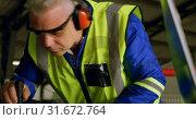 Купить «Engineer repairing aircraft engine in hangar 4k», видеоролик № 31672764, снято 24 февраля 2018 г. (c) Wavebreak Media / Фотобанк Лори
