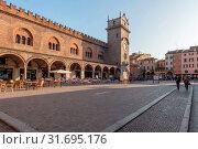Piazza delle Erbe square, View of the Palazzo della Ragione palace, The Clock Tower, Mantua, Lombardy, Italy, Europe. Стоковое фото, фотограф Mauro Flamini / age Fotostock / Фотобанк Лори