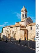 Piazza Chigi square, Collegiate Church of Saints Quirico and Giulitta, UNESCO World Heritage Site, Val d'Orcia, San Quirico d'Orcia, Tuscany, Italy, Europe. Стоковое фото, фотограф Mauro Flamini / age Fotostock / Фотобанк Лори
