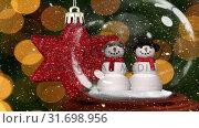 Купить «Cute Christmas animation of snowman couple in snow globe 4k», видеоролик № 31698956, снято 26 октября 2018 г. (c) Wavebreak Media / Фотобанк Лори