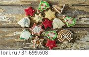 Купить «Falling snow with Christmas cookies decoration», видеоролик № 31699608, снято 2 ноября 2018 г. (c) Wavebreak Media / Фотобанк Лори