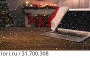 Купить «Falling snow with Christmas laptop», видеоролик № 31700308, снято 2 ноября 2018 г. (c) Wavebreak Media / Фотобанк Лори
